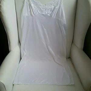 Vassarette White Nylon Slip. 36-42